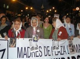 Una recente manifestazione delle Madri di Plaza de Mayo a Buenos Aires - Roblespepe