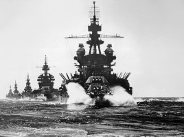US_warships_entering_Lingayen_Gulf_1945