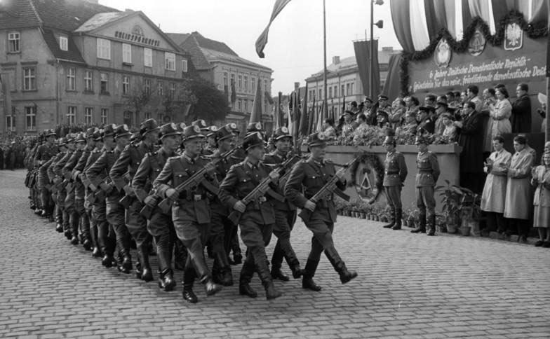 Parata-della-Deutsche-Volkspolizei