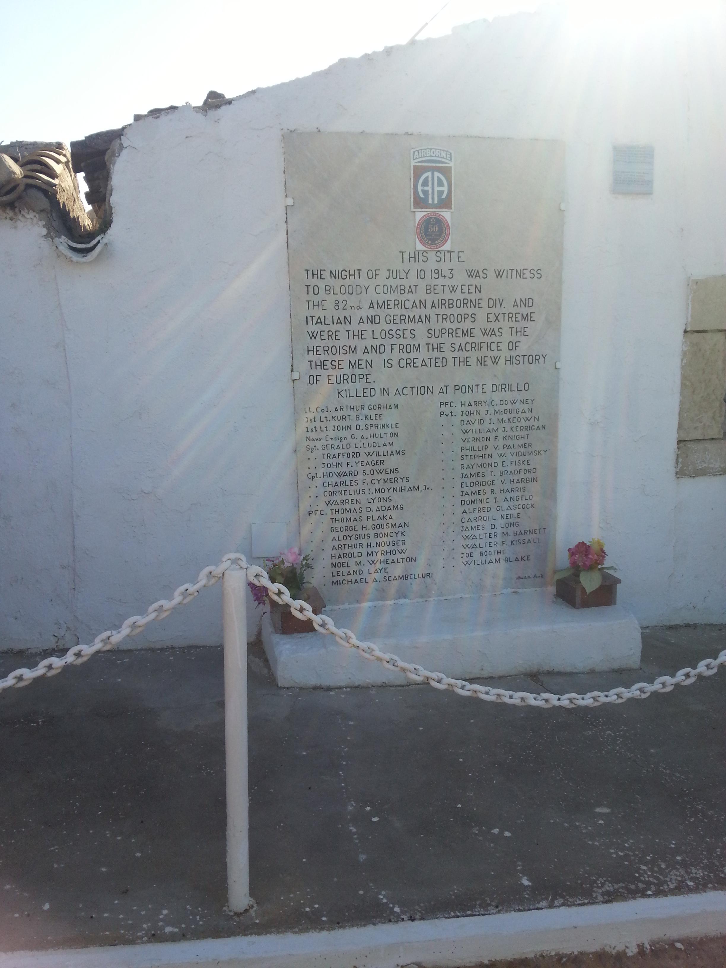 Lapide commemorativa dedicata ai militari anglo-americani