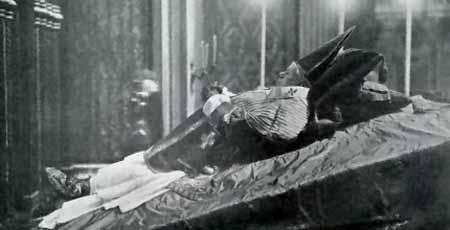 Il corpo del Papa esposto il 21-22 agosto 1914