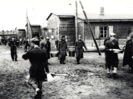 Soldati italiani in un lager tedesco