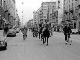 Corso Buenos Aires, a Milano, nel 1973, nei giorni dell'Austerity