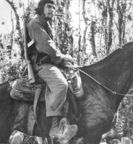Che_on_Mule_in_Las_Villas_Nov_1958