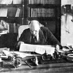 Lenin nel suo ufficio al Kremlino nel 1918