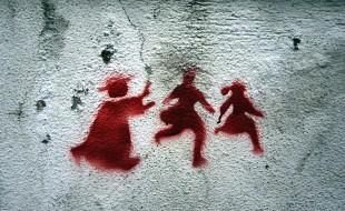 Graffito di denuncia degli abusi sui bambini, Portogallo, 2011 - Milliped