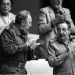 Fidel e Raul Castro a Cuba nel 2001
