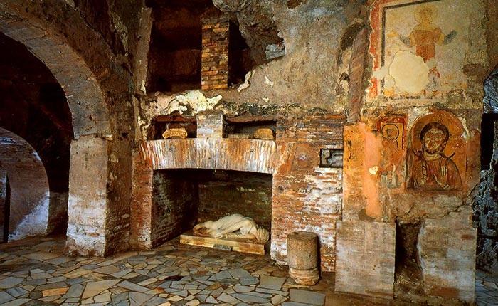 Il luogo ove venne ritrovato il corpo di santa Cecilia, catacombe di san Callisto