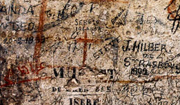 La crux ritrovata nel corridoio di servizio che immetteva al terzo livello del Colosseo