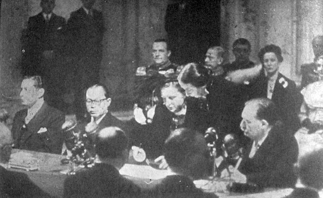 Firma del trattato che nel 1949 sancì la sovranità indonesiana