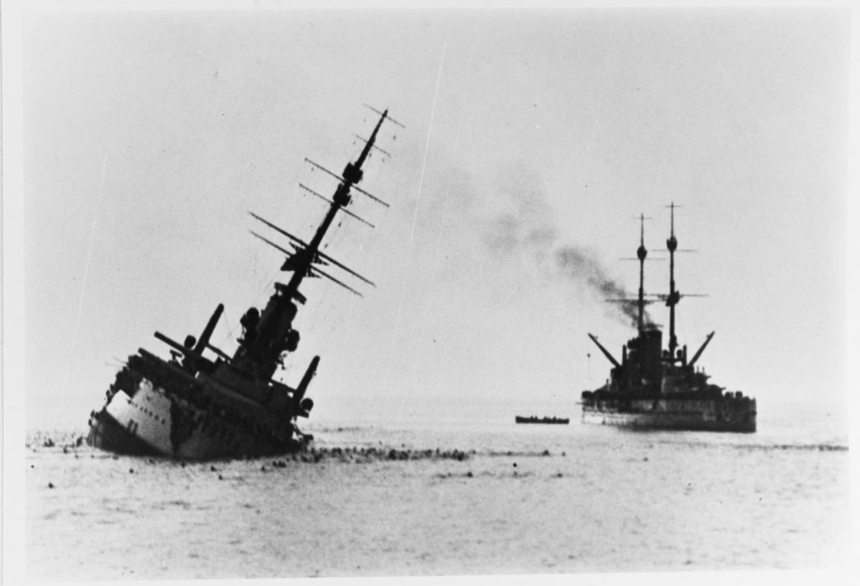 La corazzata Santo Stefano affonda dopo essere stata silurata dai Mas di Rizzo, 10 giugno 1918