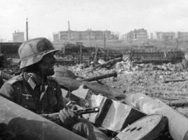 Russland, Kampf um Stalingrad, Soldat mit MPi