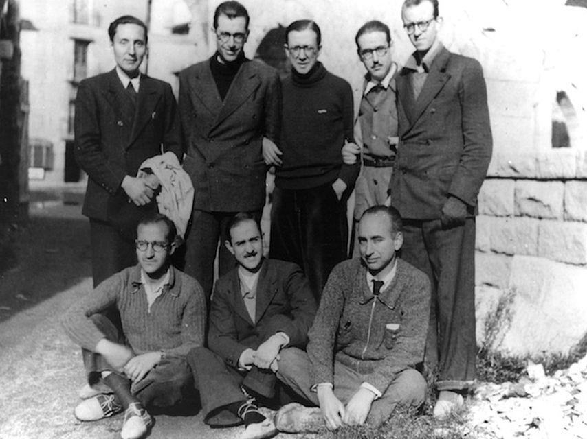 Escriva de Balaguer (in piedi, al centro) con i membri dell'Opus Dei che raggiunsero Burgos