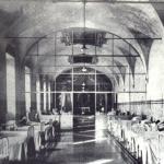 La sala Assunta divisa da una vetrata. In fondo, dove si intravede un altare, ebbe luogo la vicenda del 'morbo di K'
