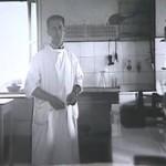 Sacerdoti nel laboratorio dell'ospedale, 1942.