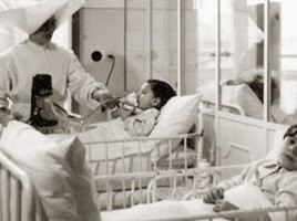 Piccoli pazienti ricoverati al Bambino Gesu,1943.