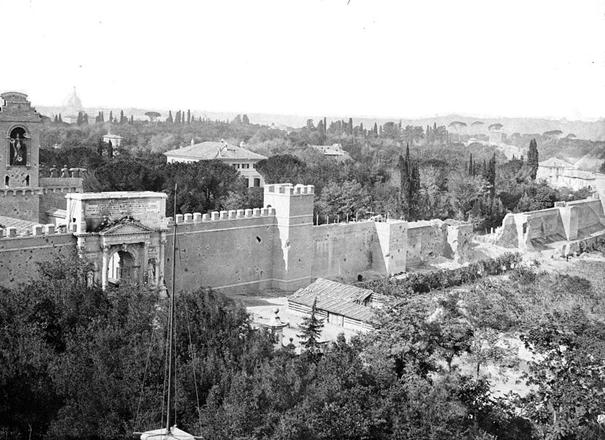 Porta Pia, a destra la braccia, 1870.